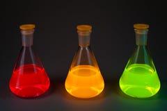 Fluorescentie in drie flessen Stock Fotografie