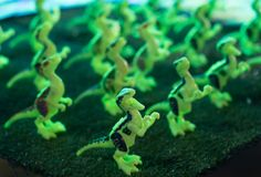 Fluorescerande T-Rex leksak arkivfoton