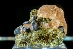 Fluorite med galenamineralgemstonen Royaltyfri Foto