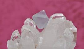 Fluoryt na rockowym krysztale Fotografia Royalty Free