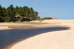 Fluss-Überfahrt-tropischer Strand Lizenzfreies Stockfoto