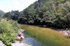 Fluss 'Treska 'nahe Schlucht Matka, Nord-Mazedonien stockbild