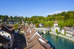 Fluss Aare fließt die Stadt von Bern durch Lizenzfreies Stockbild