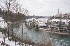 Fluss Aare nahe Bärengraben-Bärn-Garten im Winter in der Stadt von Bern, die Schweiz Stockbild