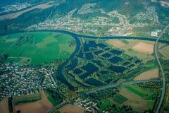 Fluss-Ablenkung - Vogelperspektive lizenzfreies stockbild