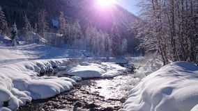 Fluss-Alpen beautiluf Tagesliebe IT stockfoto