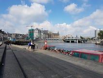 Fluss in Amsterdam, die Niederlande lizenzfreies stockfoto
