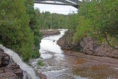 Fluss auf dem Nordufer lizenzfreies stockbild