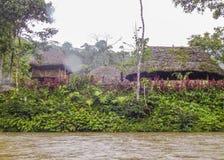 Fluss bei Amazonas-Gebiet bei Puyo, Ecuador stockbild