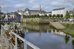 Fluss bei Quimperlé in Frankreich stockfotos