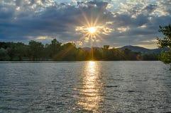 Fluss bei Sonnenuntergang Stockbilder
