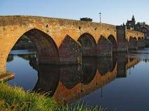 Fluss-Brücke stockbild