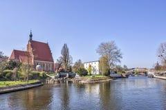 Fluss Bydgoszcz - Brda und Kathedrale von St Martin und von Sankt Nikolaus Lizenzfreie Stockfotos