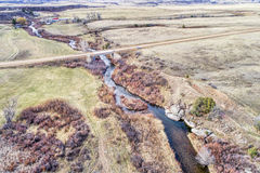 Fluss an Colorado-Vorbergen - Vogelperspektive Lizenzfreies Stockfoto