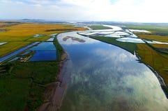 Fluss in das Meer Stockfotos