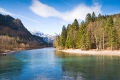 Fluss in den Alpen Stockfoto