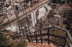 Fluss in den Bergen von bukovel stockfotos