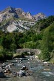 Fluss in den Pyrenees-Bergen stockbild
