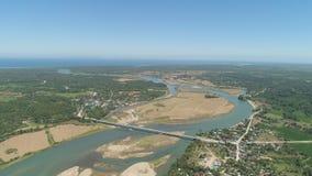 Fluss, der in das Meer fließt Stockfoto