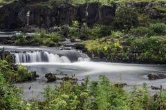 Fluss in der Hauptstadt Reykjavik stockbilder