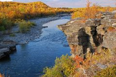 Fluss in der Herbstszene Lizenzfreies Stockbild