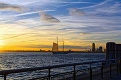 Fluss der Hudson bei schönem Sonnenuntergang Lizenzfreie Stockfotos