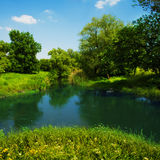 Fluss in der Landschaft Stockbild