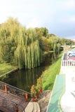 Fluss in der Stadt Stockbilder