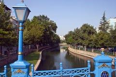 Fluss in der Stadt von Eskisehir Stockbilder