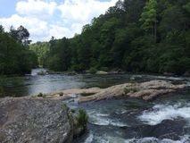 Fluss in der Wildnis Lizenzfreie Stockfotos