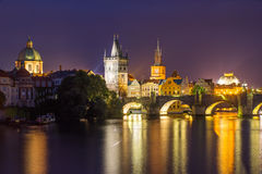 Fluss die Moldau an Tschechischer Republik Dämmerungs-Prags Stockfotos