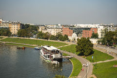 Fluss die Weichsel vom königlichen Wawel-Schloss und Kathedrale in Krakau Polen Stockbilder