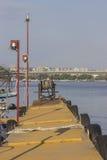 Fluss-Dock bei Sonnenuntergang Stockfoto