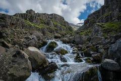 Fluss in einer isländischen Schlucht Lizenzfreie Stockfotografie