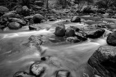 Fluss-Flusssteine Lizenzfreie Stockbilder
