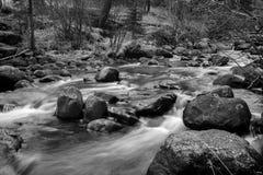 Fluss-Flusssteine Stockfotografie