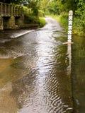 Fluss-Ford-Überfahrt, England lizenzfreie stockbilder