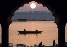 Fluss Ganges - Sonnenaufgang - Indien Stockbilder