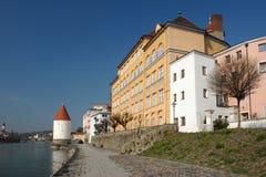 Fluss-Gasthaus Lizenzfreie Stockfotografie