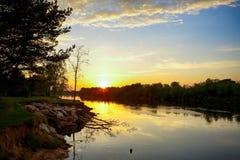 Fluss Gauja, Lettland lizenzfreies stockfoto