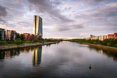 Fluss-Hauptleitung Frankfurt Deutschland stockfotografie