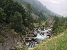Fluss im Berg Stockbild