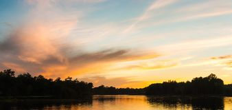 Fluss im Fernen Osten lizenzfreie stockfotos