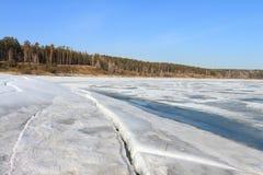 Fluss im Frühjahr Stockfotos