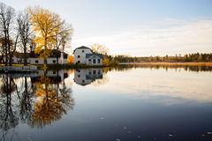 Fluss im Herbst Lizenzfreie Stockfotografie