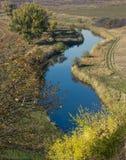 Fluss im Herbst Lizenzfreies Stockfoto