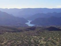 Fluss im Tal Lizenzfreie Stockbilder