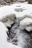 Fluss im Winter Stockfotos