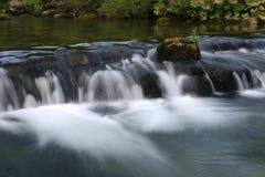 Fluss Iskretc Bulgarien stockbilder