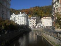 Fluss in Karlovy Vary lizenzfreie stockbilder